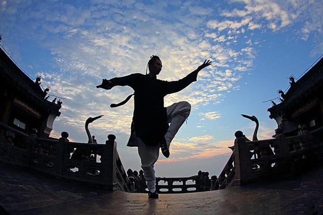 HUBEI CHINE Les arts martiaux de Wudang Nous Ecrire Services Monuments Spécialités Shopping Logement